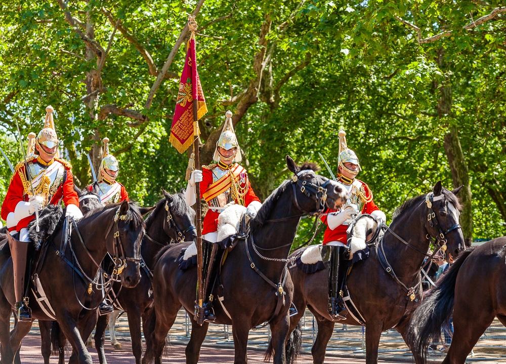 queens-guards-london