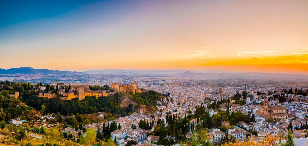 Photographing-famous-landmarks-granada