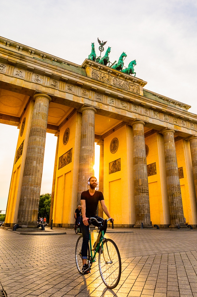 Photographing-famous-landmarks-berlin