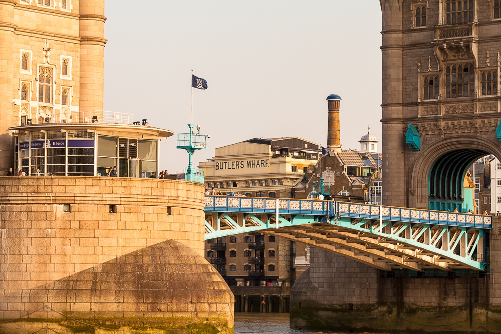 Photographing-famous-landmarks-london