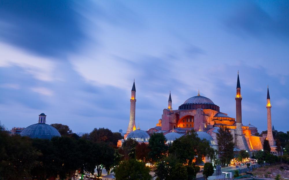 Photographing-famous-landmarks-hagia-sofia