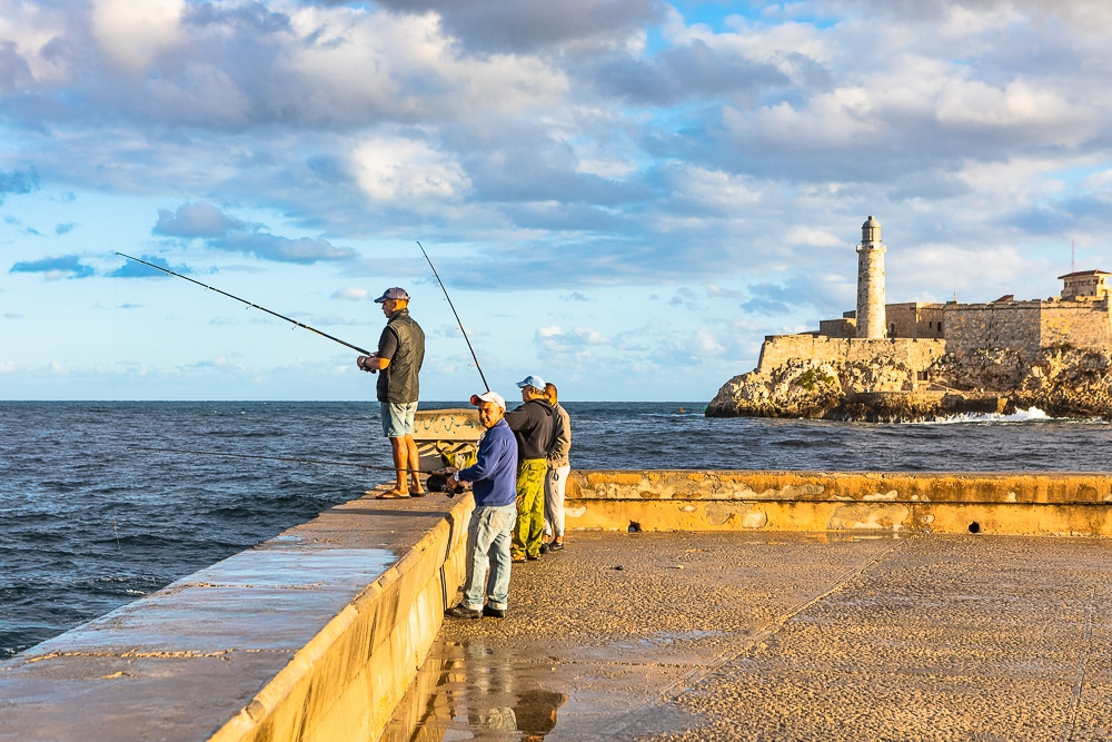 Malecon-Cuba-Include-people-in-your-photos