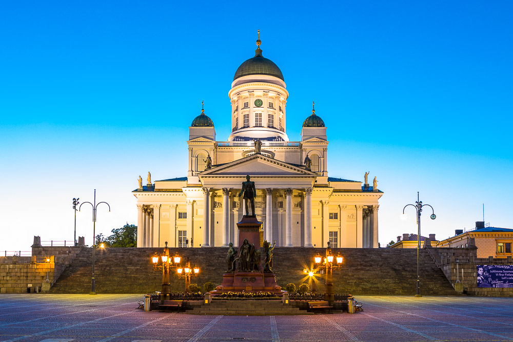Photographing-the-blue-hour-helsinki-finland