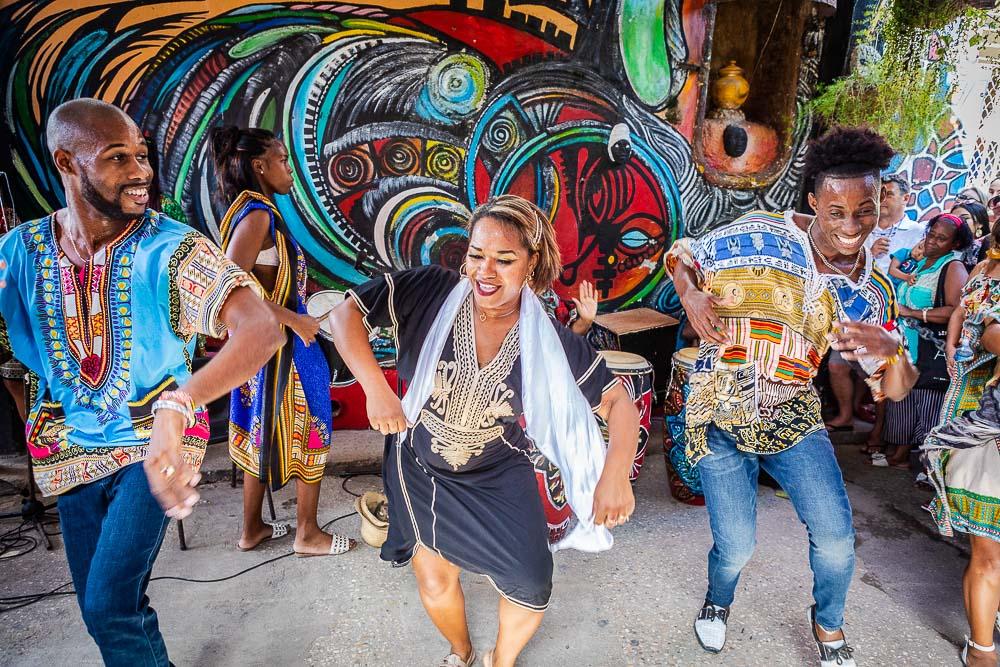 rumba dancing in havana